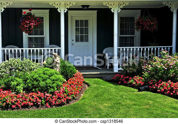 Im Vorgarten eines Hauses - csp1318546