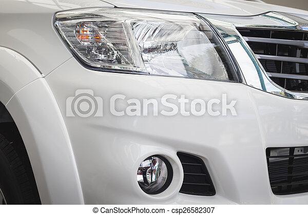 Vorderlicht des neuen Autos - csp26582307