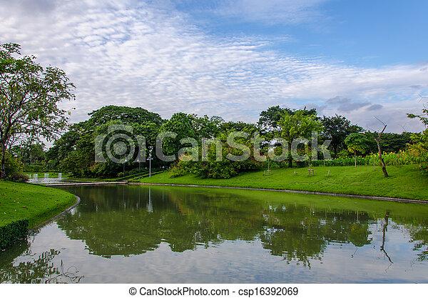 fruehjahr, park, see, landschaftsbild - csp16392069