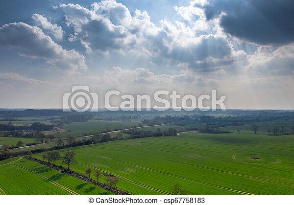 fruehjahr, see, brummen, grün, foto, landschaftsbild - csp67758183