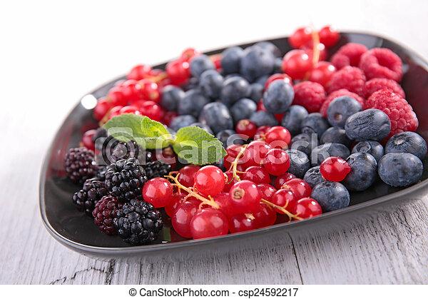Fruta de bayas - csp24592217