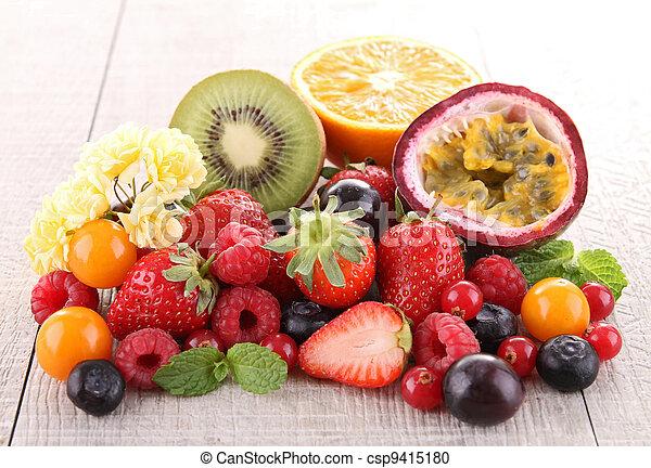 Un montón de fruta fresca - csp9415180