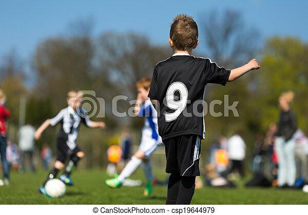 Kinder Fussball Drei Junge Jungs Spielen Im Sommer Fussball