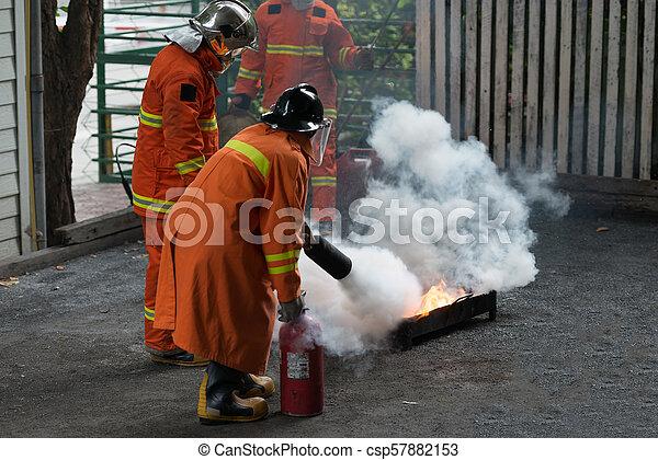 Entrenamiento de bomberos - csp57882153