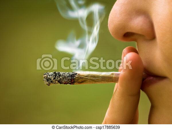 fumar, niña - csp17885639