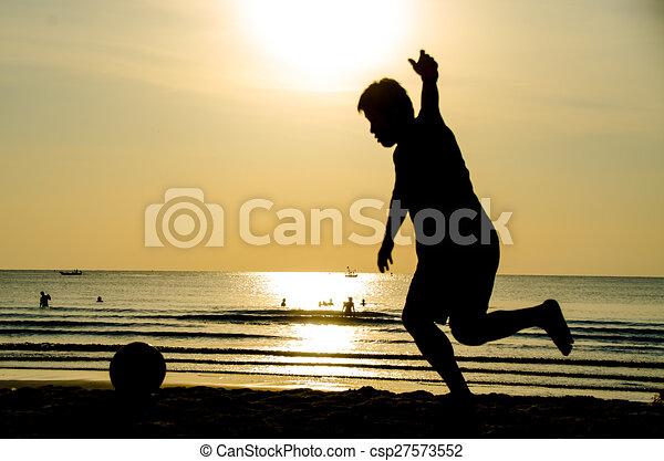 Ilustraciones de archivo de futbol playa  silueta de hombre
