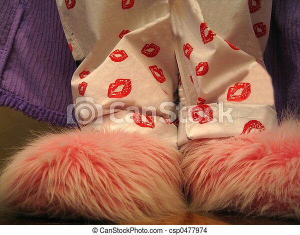 fuzzy pink slippers - csp0477974