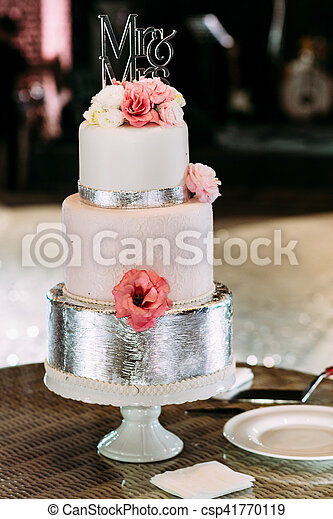 Gâteau Décoré Fleurs Luxe Mariage
