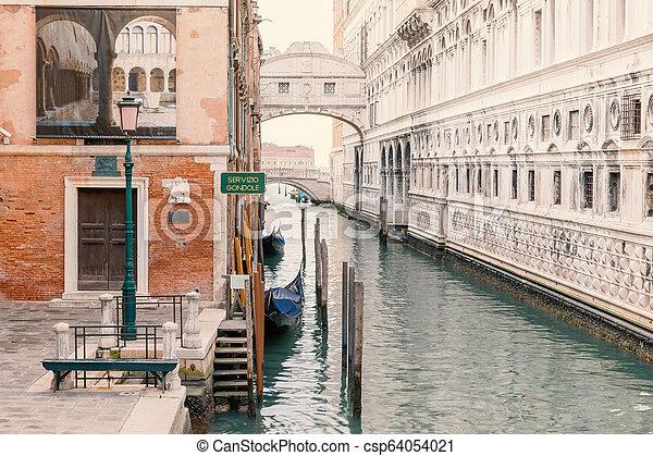 Estación Gondola en Venice. Italia. - csp64054021
