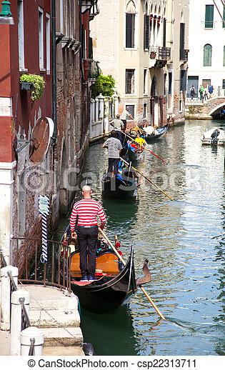 Gondolas en un canal - csp22313711