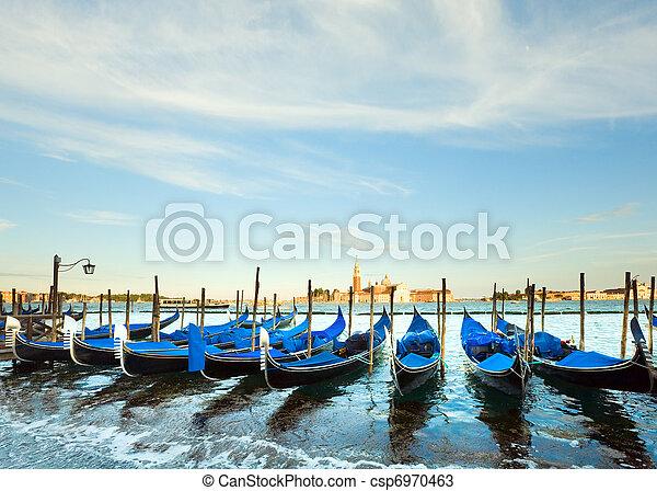 Gondolas de Venecia - csp6970463