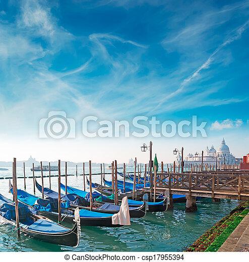 Gondolas en Venecia - csp17955394