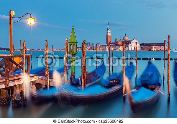 Gondolas en Venecia - csp35606492