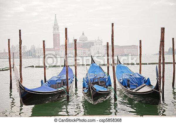 góndolas, venecia, tres - csp5858368