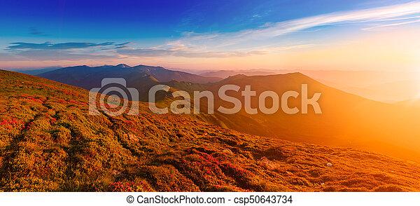 góra, zdumiewający, wschód słońca - csp50643734
