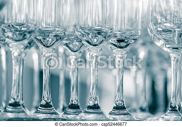 copas de vino vacías en un restaurante - csp52446677