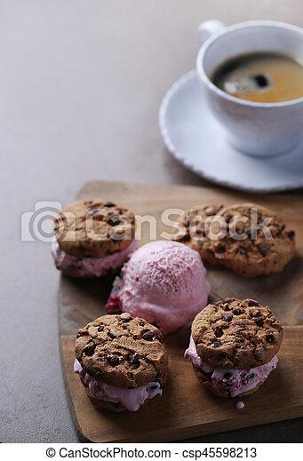 Galletas de helado - csp45598213