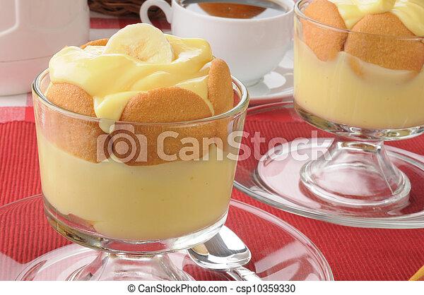 pudín de plátano con galletas - csp10359330