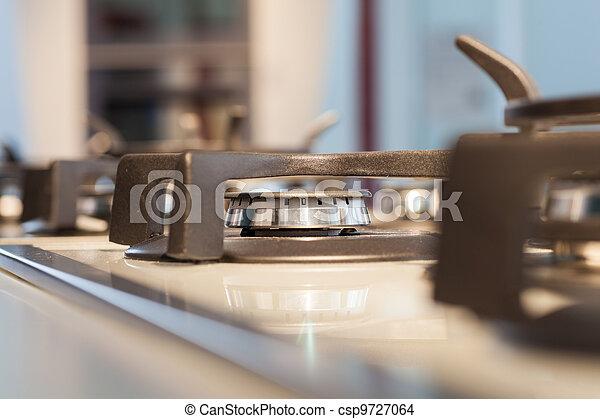 En la cocina - csp9727064