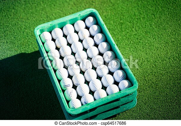 Reutiliza la pelota de golf en el campo de prácticas - csp64517686