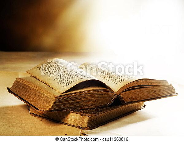 gamle bøger, closeup - csp11360816