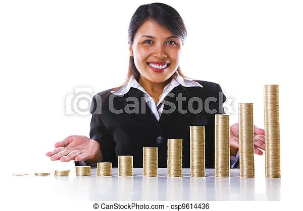 Presentando crecimiento de ganancias de inversión usando pilas de monedas - csp9614436
