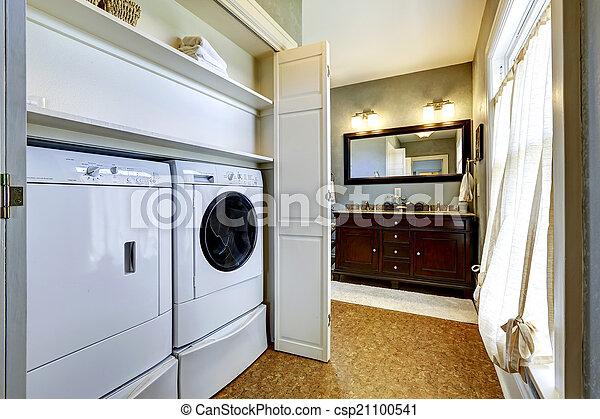 Heller Grauer Flur Mit Eingebauter Waschmaschine Und Trockner