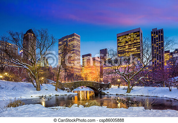 Gapstow bridge in winter - csp86005888