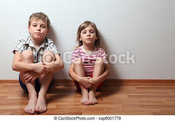garçon, asseoir, mur, pensif, penchant, maison, girl, vêtements - csp8001779