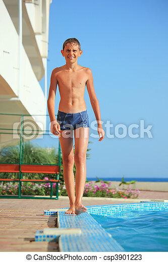 garçon, contre, aller, adolescent, mer, piscine - csp3901223