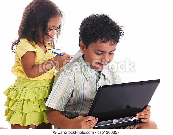 garçon, girl, ordinateur portable - csp1360857