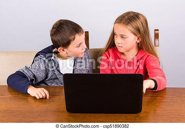 garçon, girl, ordinateur portable - csp51890382