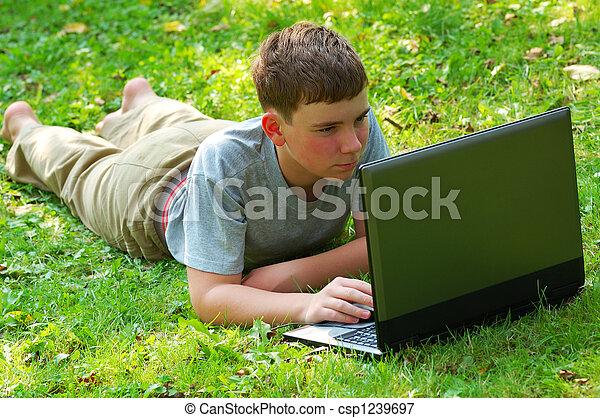 garçon, ordinateur portable - csp1239697