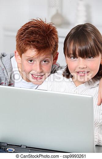 garçon, ordinateur portable, jeune fille, maison - csp9993261