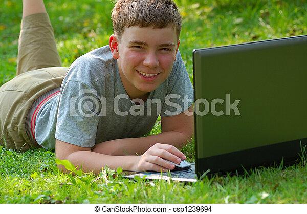 garçon, ordinateur portable - csp1239694