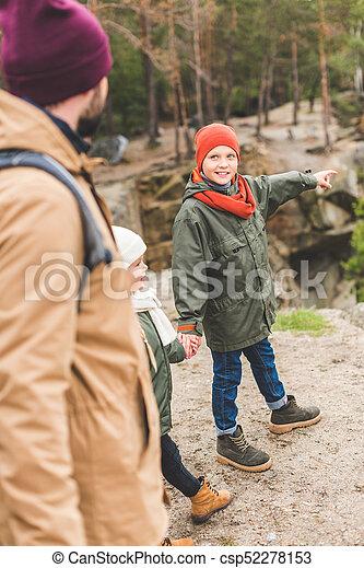garçon, peu, loin, pointage - csp52278153