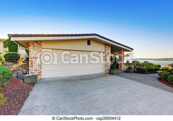 garage bton alle exterior maison csp with garage en beton with garage demontable beton. Black Bedroom Furniture Sets. Home Design Ideas