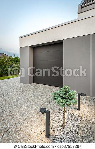 Garage modern  Garage, modern, landhaus. Dekorativ, stein, landhaus, foto, modern ...