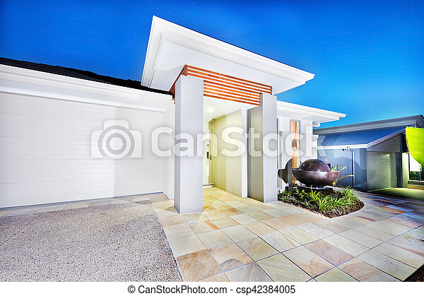Garage pareti lusso castello fronte bianco lato porta blu