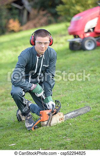 garden maintenance worker - csp52294825