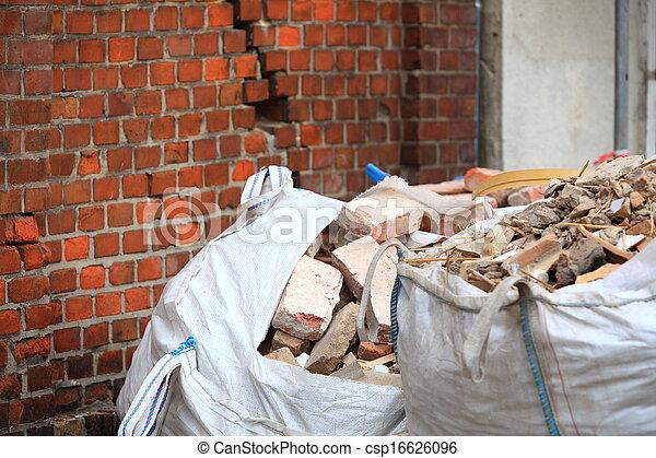 gaspillage, construction, débris, entiers, sacs - csp16626096