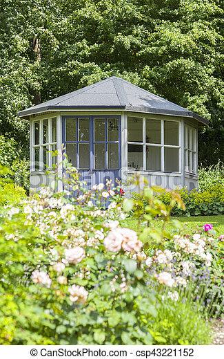Gazebo, romantique, jardin. Image, luxuriant, jardin, romantique ...