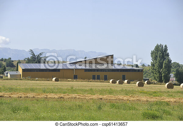 gebäude, bauernhof, oberfläche, groß, dach, sonnenkollektoren - csp61413657