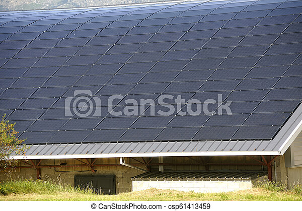gebäude, städtisch, dach, groß, oberfläche, sonnenkollektoren, gebogen - csp61413459