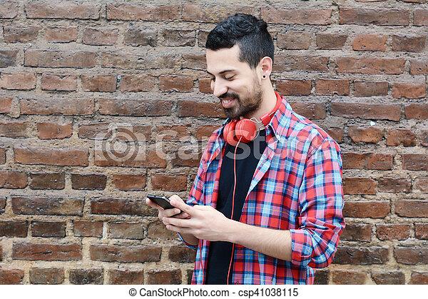 gebrauchend, junger, smartphone., mann - csp41038115