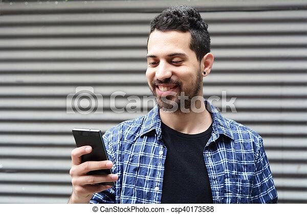 gebrauchend, junger, smartphone., mann - csp40173588
