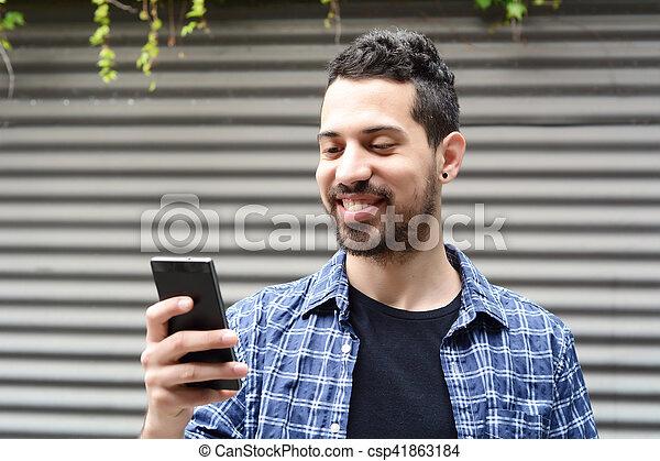 gebrauchend, junger, smartphone., mann - csp41863184