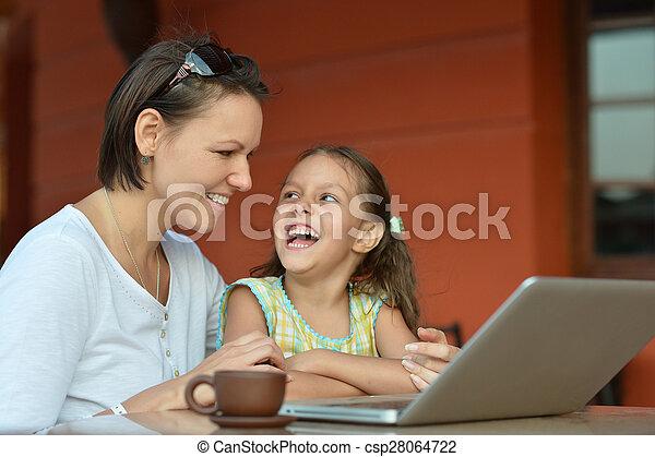 gebrauchend, m�dchen, frau, laptop - csp28064722