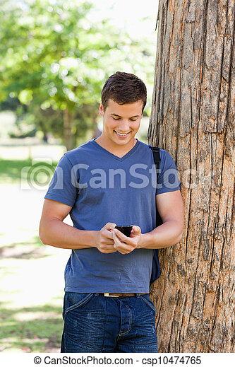 gebrauchend, smartphone, muscled, junger mann - csp10474765