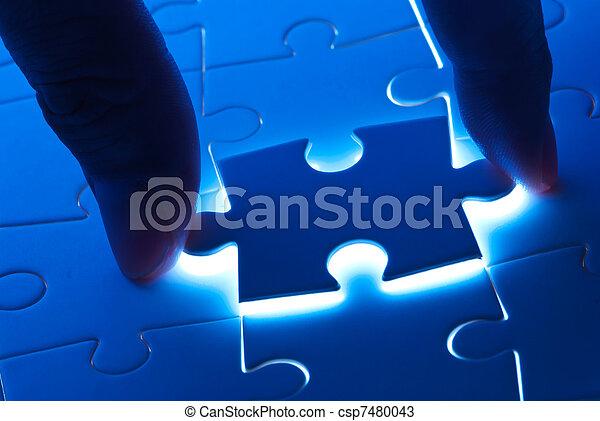 Ein Puzzlestück mit geheimnisvollem Licht - csp7480043